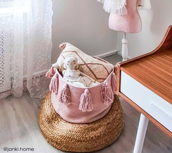 BSK TAS PK @janki.home 3 600x532 - Franjas (Tassels) Rosa 30 x 45 x 45 cm