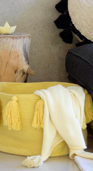 Franjas (Tassels) Amarelo 30 x 45 x 45 cm